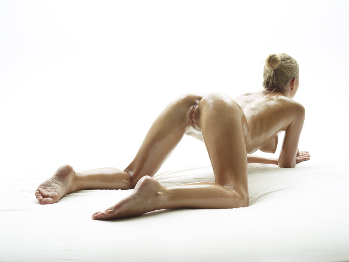 Oiled Beauty Darina L Sex Show - picture 08