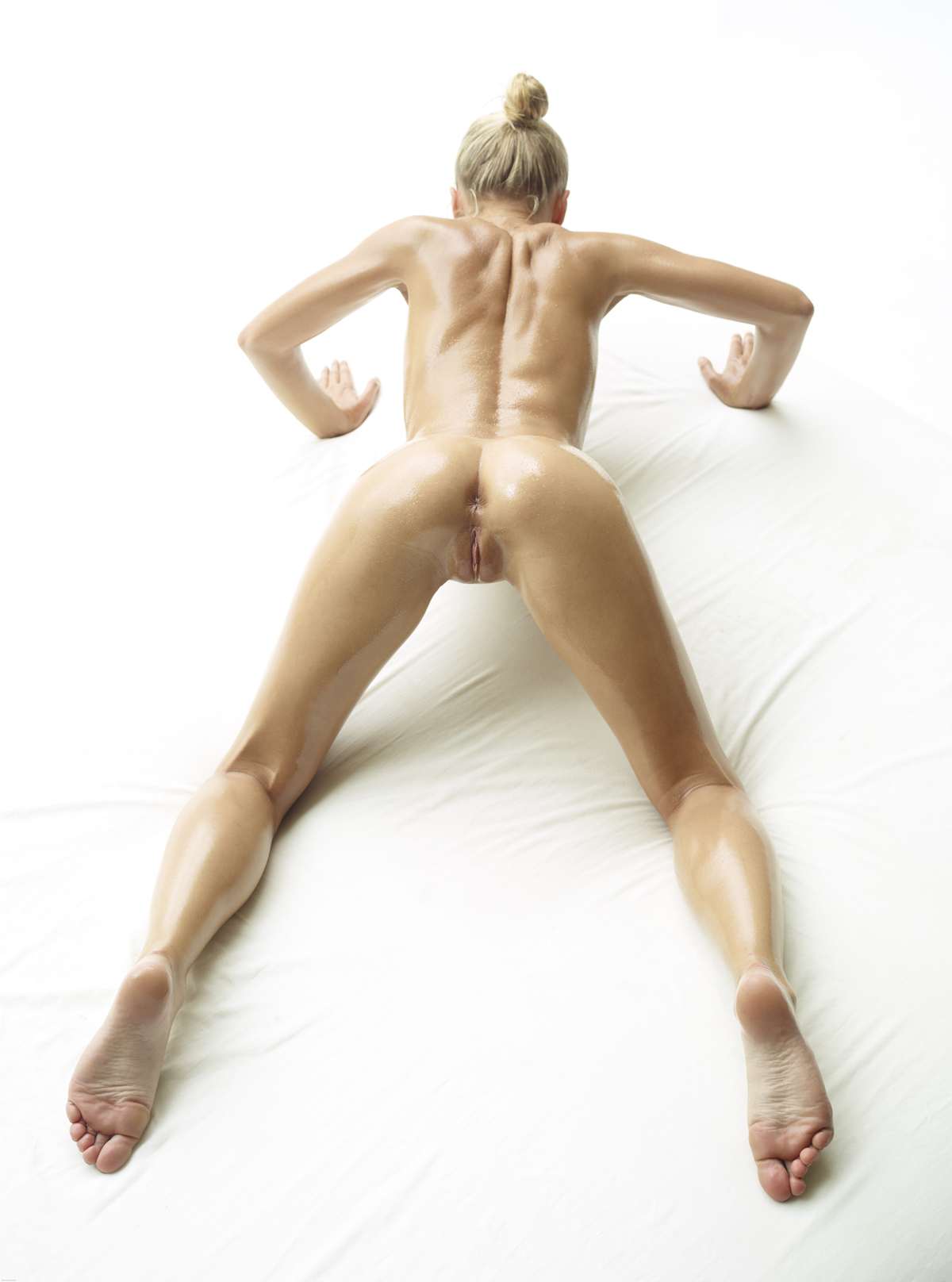 Oiled Beauty Darina L Sex Show - picture 09
