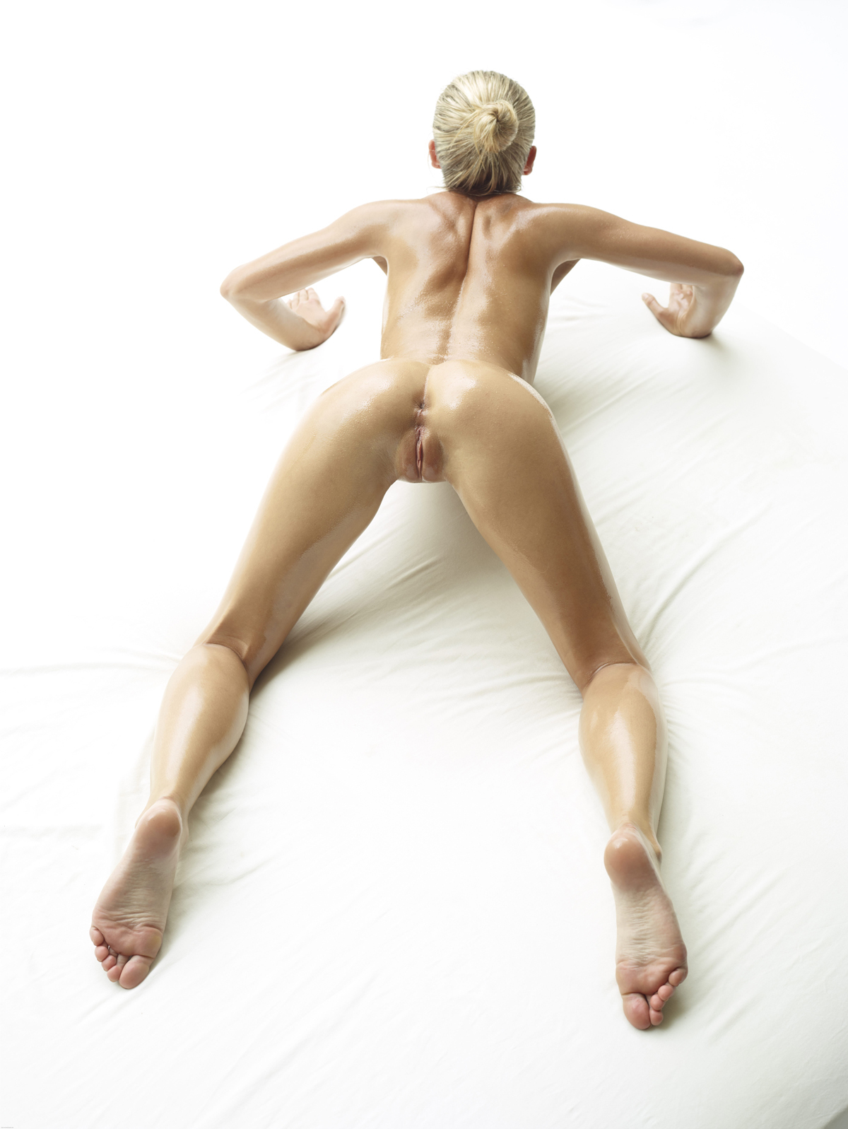 Oiled Beauty Darina L Sex Show - picture 10