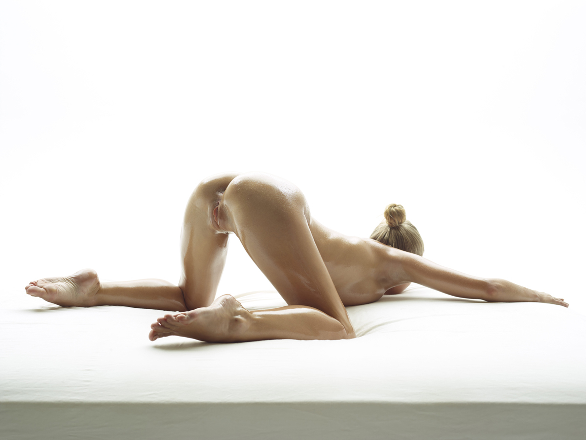 Oiled Beauty Darina L Sex Show - picture 11