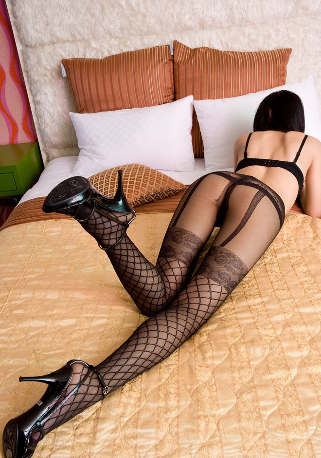Leggy Asian in Cool Pantyhose - picture 17
