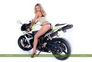 tattooed Blonde on a Motorbike - pics 02