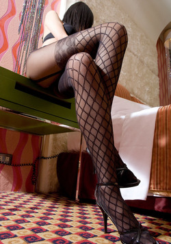 Leggy Asian in Designed Pantyhose - pics 01