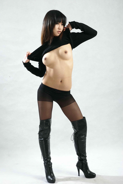 Petite Japanese Babe in Long Boots - pics 01