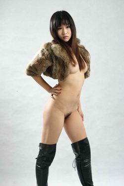 Petite Japanese Babe in Long Boots - pics 02