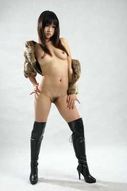 Petite Japanese Babe in Long Boots - pics 04