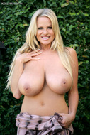 Kelly Madison Big Natural Boobs - pics 04