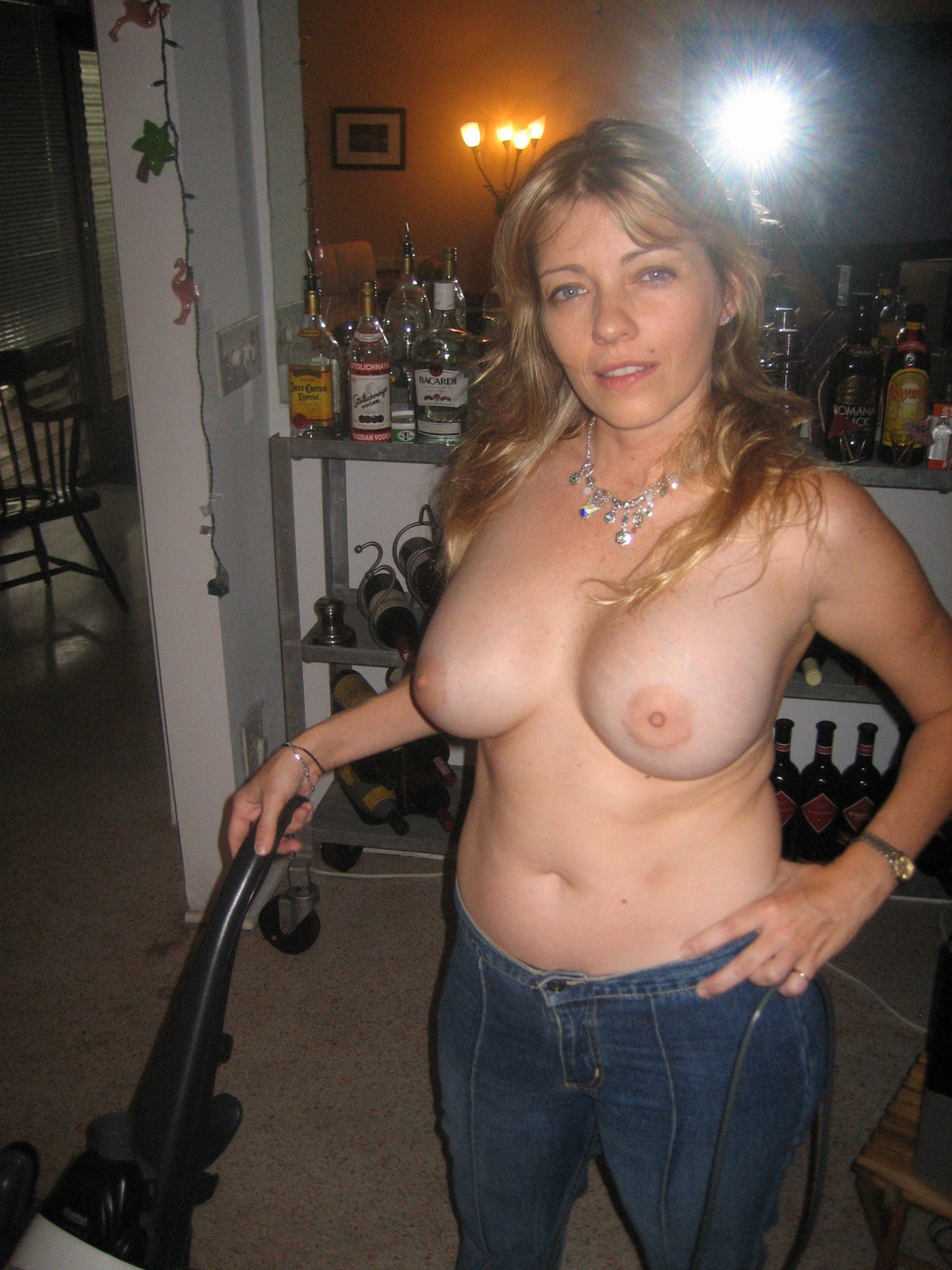 Amateur Milf with Big Round Boobs - picture 05