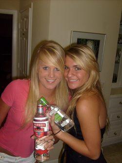 Drunk Amateur Babes Hot Party Time - pics 06