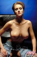 Fucking Hot Busty Babe in Jeans - pics 03