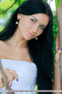 Dark Haired Nude Girl in Nature - pics 00