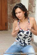 Suzanna Gorgeous Natural Tits - pics 00