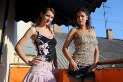 Joanna and Suzanna Lesbian Chicks - pics 00