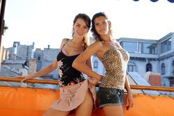 Joanna and Suzanna Lesbian Chicks - pics 16