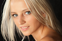 Blonde Angel Alysha A Shiny Gold - pics 01