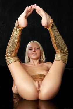 Blonde Angel Alysha A Shiny Gold - pics 13