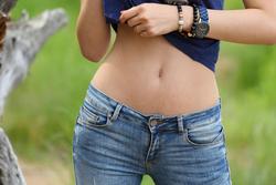Yummy Brunette Skinny Jeans Pics - pics 02