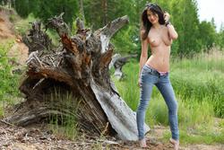 Yummy Brunette Skinny Jeans Pics - pics 09