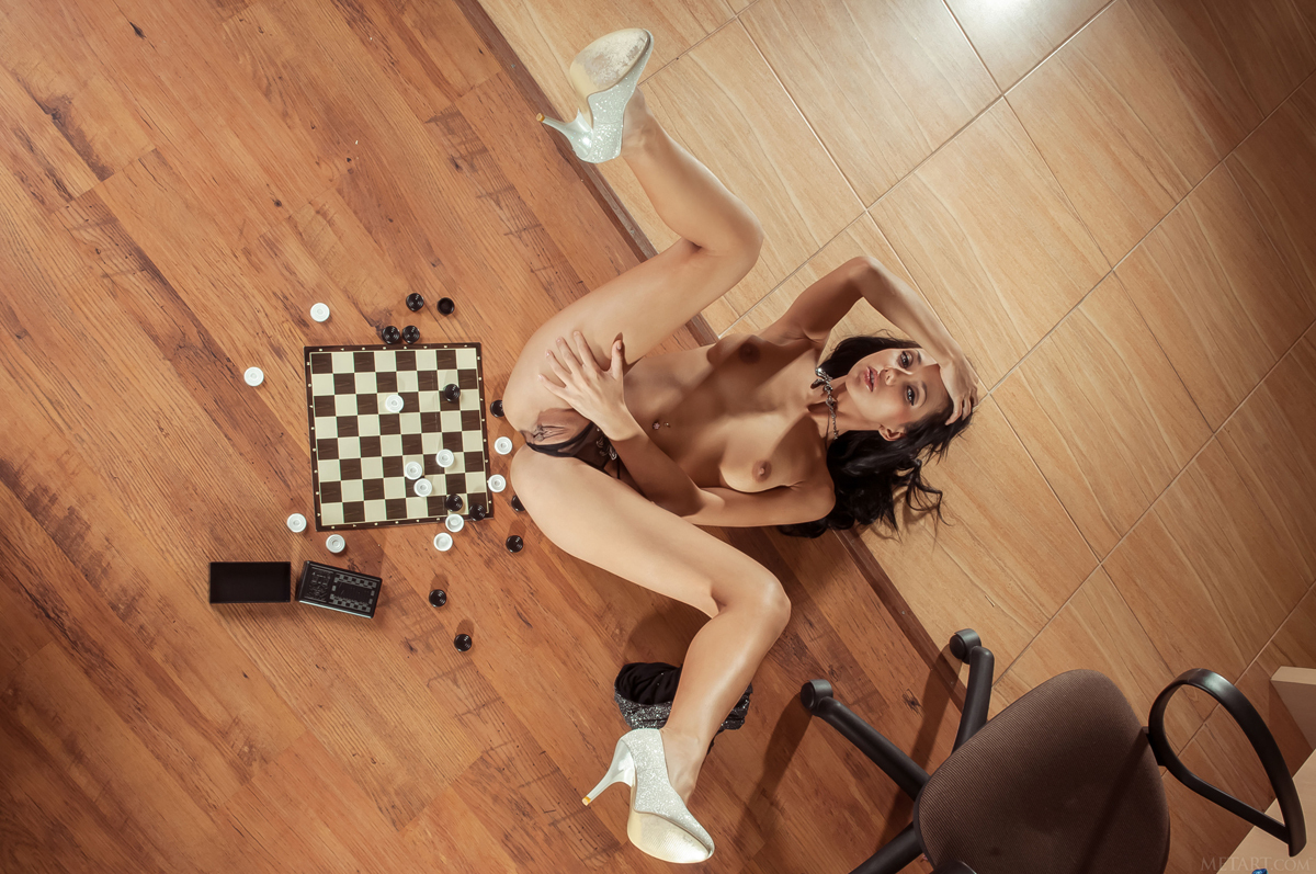 Diva Plays Checkers and Pussy Games - picture 06