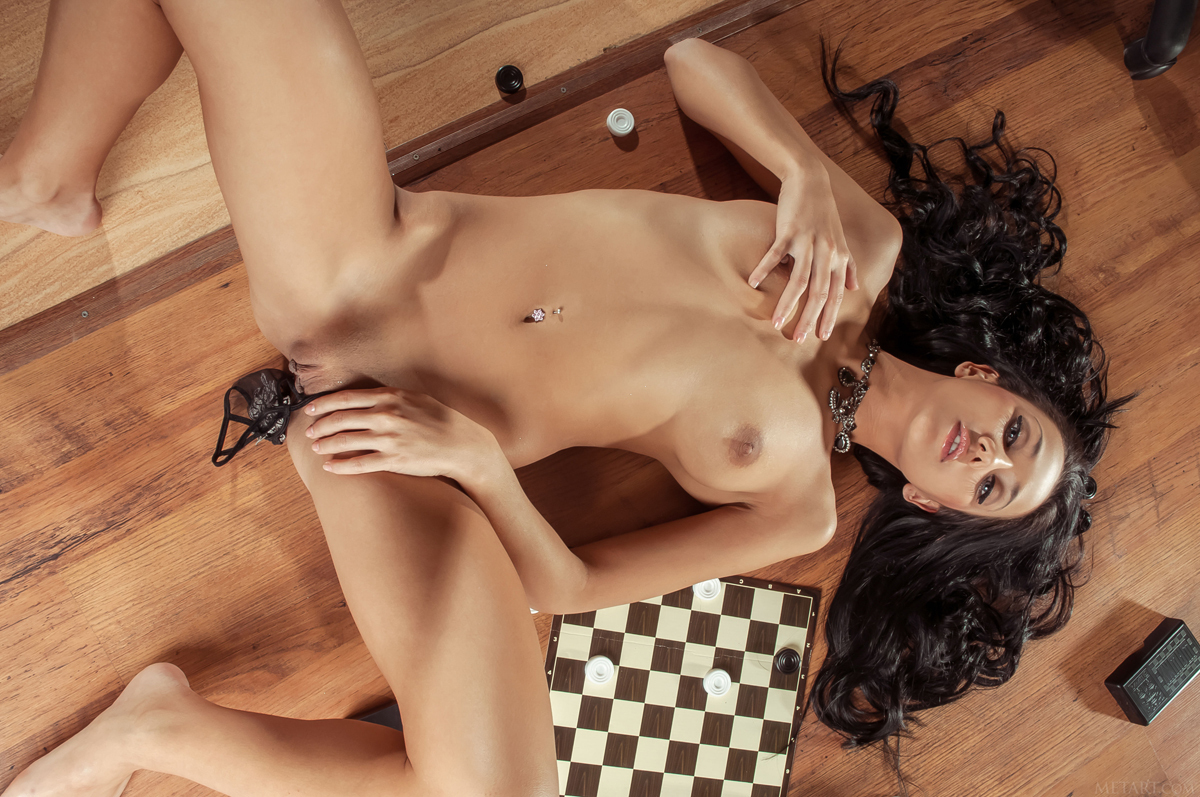 Diva Plays Checkers and Pussy Games - picture 11