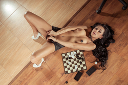 Diva Plays Checkers and Pussy Games - pics 03