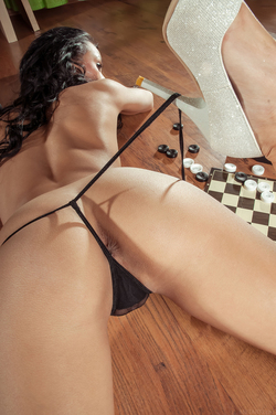 Diva Plays Checkers and Pussy Games - pics 08
