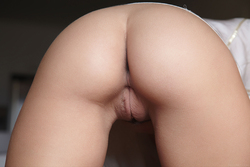 Busty Lucy Lee Amazing Big Boobs - pics 02