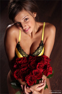 Naked Sexy Girl with Red Roses - pics 00