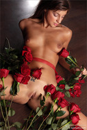 Naked Sexy Girl with Red Roses - pics 02