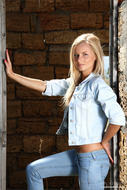 Sensual Blonde Tight Sexy Jeans - pics 01