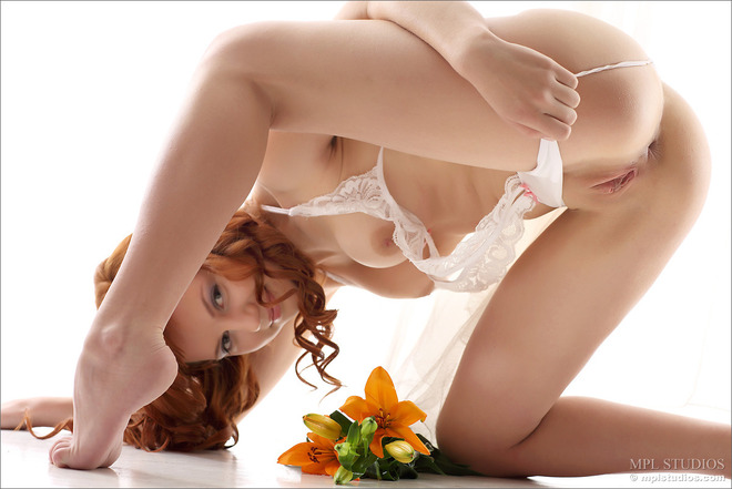 Curly redhead Solana cute Pussy - picture 05