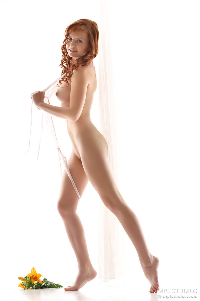 Curly redhead Solana cute Pussy - picture 08