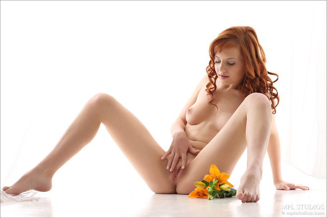 Curly redhead Solana cute Pussy - picture 09