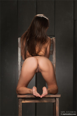 Kiki Gets Naked on a Giant Chair - pics 06