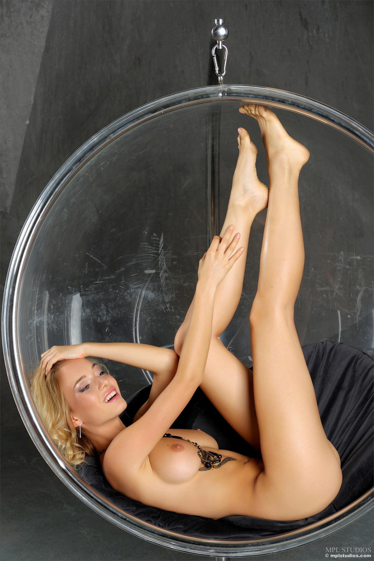 Blonde Danica Teasing Glimpses - picture 04