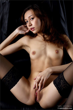 Sensual Asian Babe Pussy Pictures - pics 07