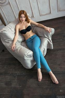 Redhead Babe Valeria Skinny Jeans - pics 00
