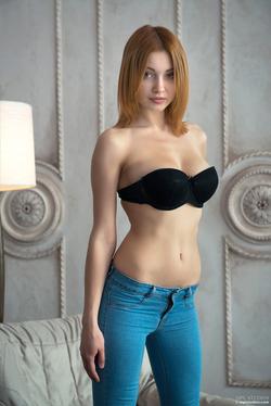 Redhead Babe Valeria Skinny Jeans - pics 02