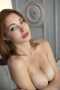 Redhead Babe Valeria Skinny Jeans - pics 05