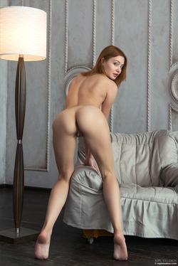 Redhead Babe Valeria Skinny Jeans - pics 09