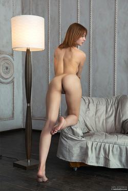 Redhead Babe Valeria Skinny Jeans - pics 10