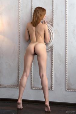 Redhead Babe Valeria Skinny Jeans - pics 14