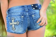Sophia Winters Tight Mini Jeans - pics 02
