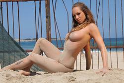 Incredibly Hot Busty Babe Vivien - pics 07
