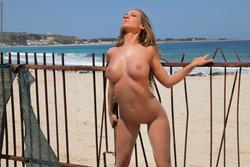 Incredibly Hot Busty Babe Vivien - pics 10