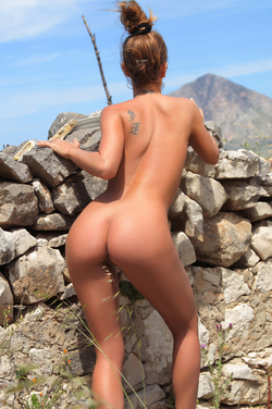 Big Titted Vivien The Naked Truth - pics 14