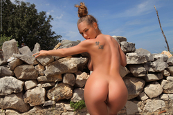 Big Titted Vivien The Naked Truth - pics 17