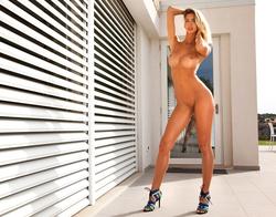 Tall Beauty Claudia The Provocation - pics 09