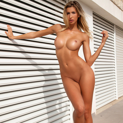 Tall Beauty Claudia The Provocation - pics 16
