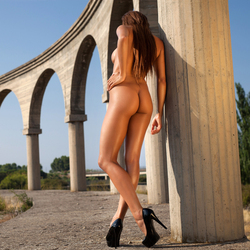 Busty Ebony Sexbomb Tyrene Nude - pics 16